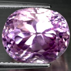 Ovaler pink Kunzit mit kräftiger Farbe