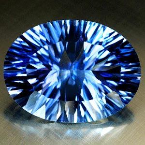 Quarz Edelstein in blauer Farbe im Concave Schliff