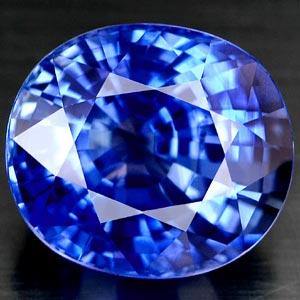 Ovaler Saphir mit sehr guter blauer Farbe