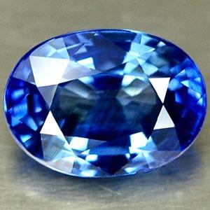 Blauer Saphir oval im Facettenschliff