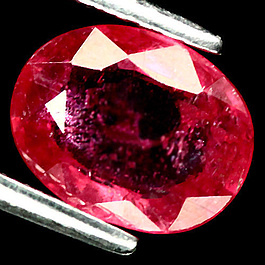 Ovaler Rubin Rot 8.3x6.5x3.0mm 1.61ct